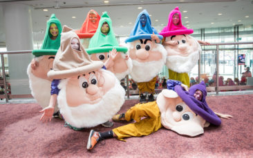 The Farmers Santa Parade 2017 held in Auckland CBD 26 November 2017  Images Copyright Topic Images Ltd.  Credit Topic / Hannah Rolfe